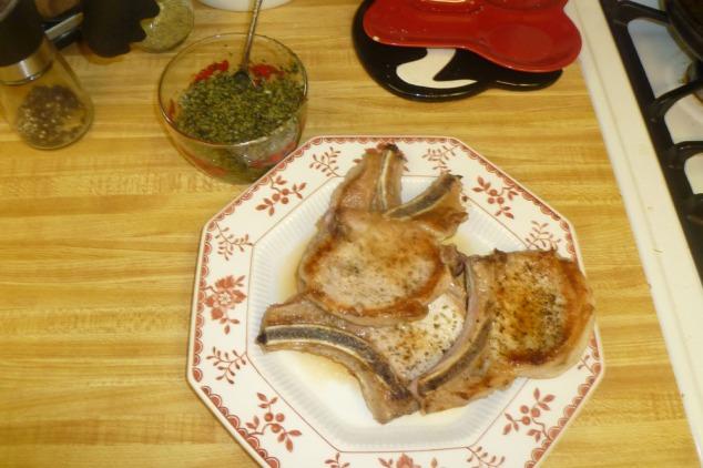 pork chops with roasted kale & walnut pest0